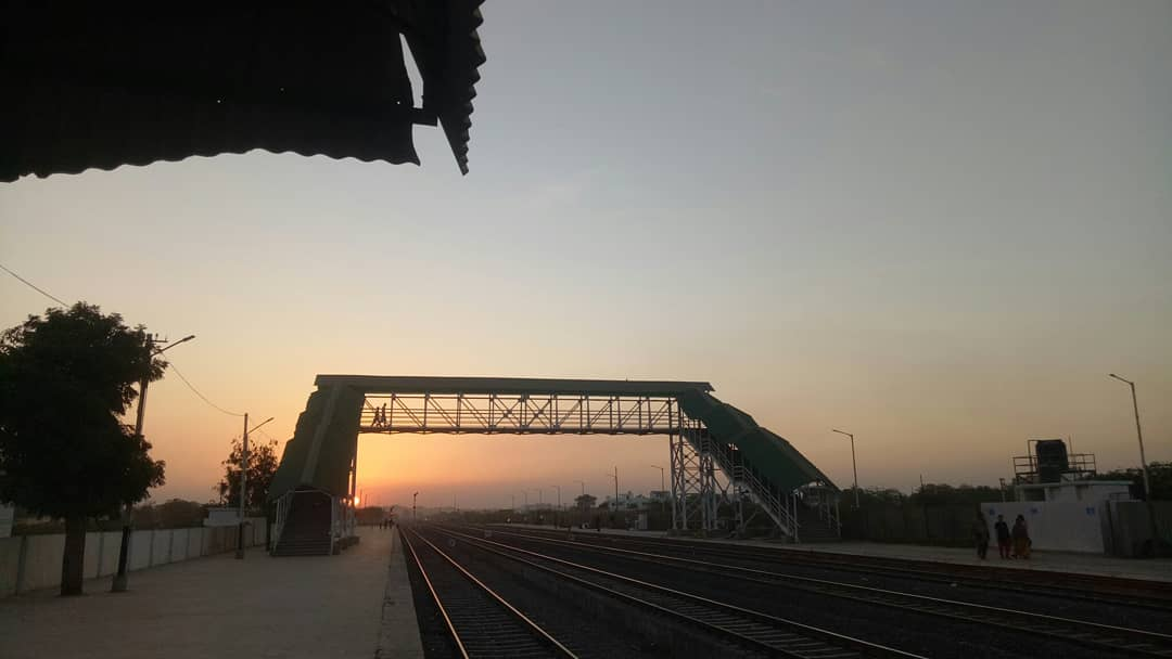 Some Sunset Pics Of Railway Station #sunset#indianrailwaystation#coolplace  #natureforsoul #beautifulviewpic.twitter.com/3NyCYpMax0 – at Adipur railway station