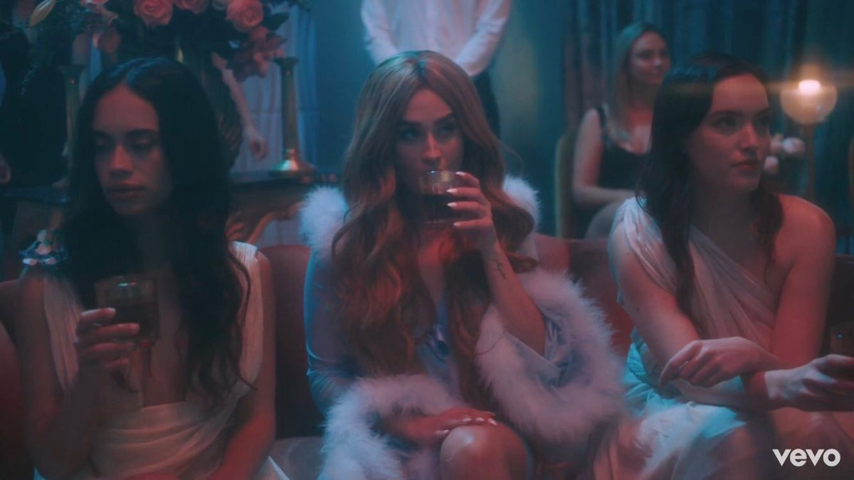@LaurenJauregui I DON'T HAVE WORDS OMG WHAT CLIP IS THAT BITCH???? IT'S PERFECT🔥 #MoreThanThatVideo