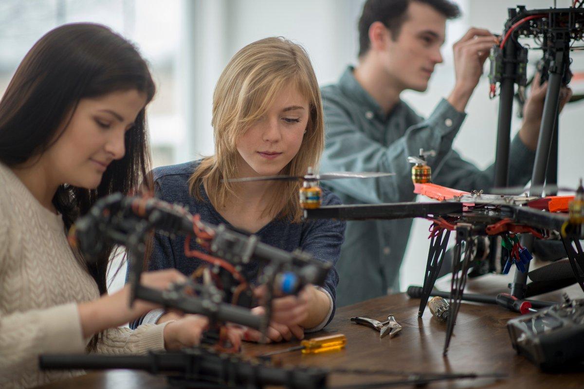 [EVENEMENT] Les métiers de l'#Ingénierie, ça te parle ? Les #Concepteurs d'Avenirs de l'#Ingénierie seront là, stand C 15, hall 4.2 au Mondial pour te présenter des démos autour de l'#impression #3D Design et la #conception d'un circuit! https://t.co/yjgOetNU1u https://t.co/00LnGxc6Nw