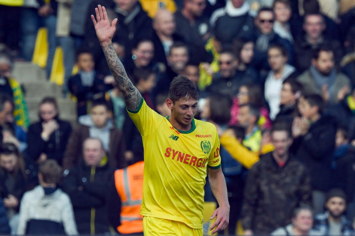 BREAKING: @EmilianoSala1 completes medical at @CardiffCityFC ahead of move from @FCNantes. #SSN  Read: Transfer Centre LIVE!  http:// skysports.tv/XV4eOJ  &nbsp;   #TransferCentre<br>http://pic.twitter.com/XZupPvVY20