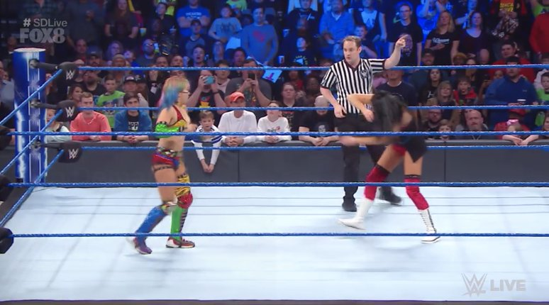 Laura Guinet 💙💚's photo on #smackdownab
