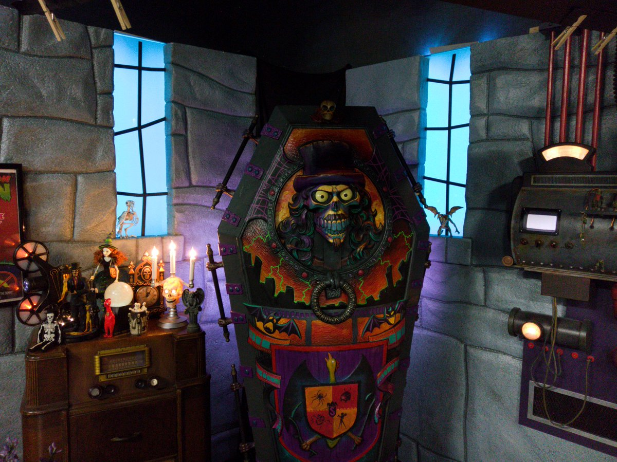 RT @ChrisJonesArt: Currently sitting on the set of #Svengoolie! BWA-HA-HA-HA-HA-HA!!!!! https://t.co/vjjsr6hQ8K