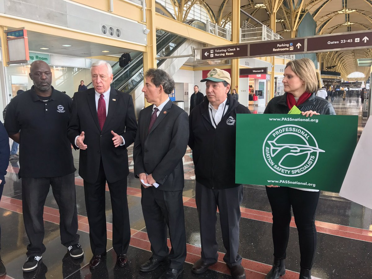 I'm at @Reagan_Airport with @RepRaskin to stand with @PASSNational and @AFGENational calling attention to the fact that hundreds of thousands of federal employees are currently working without pay due to the #TrumpShutdown