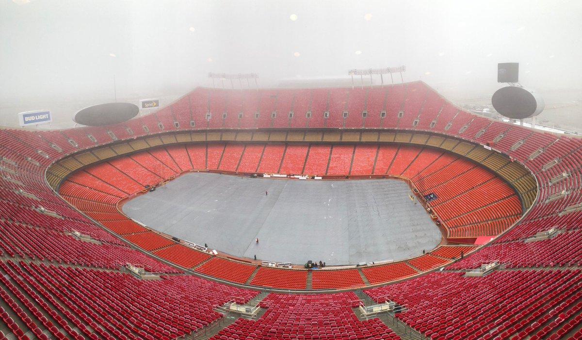 RT @TomLeyden: Foggy day at Arrowhead Stadium. #Patriots #Chiefs https://t.co/EmM2012oeA