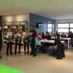 """@BarendrechtnuNL - Ingezonden door Bibliotheek AanZet: """"Op woensdag 16 januari werden de taalvrijwilligers van het Taalcafé in Bibliotheek Barendrecht Het Kruispunt verrast door wethouder Tanja de Jonge. De wethouder bezocht het Taalcafé om de vrijwilligers te bedanken voor hun vrijwillige inzet."""" https://t.co/ZJEGtJJsIh"""