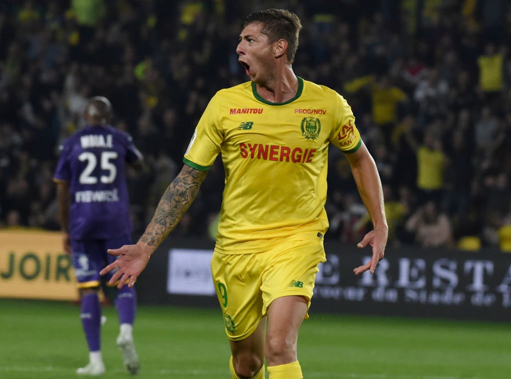 Sky sources: Emiliano Sala has passed his Cardiff City medical and deal with Nantes has been agreed. #SSN  Read more on Transfer Centre LIVE!  http:// skysports.tv/dkDdcn  &nbsp;  <br>http://pic.twitter.com/chDTnWOWJj