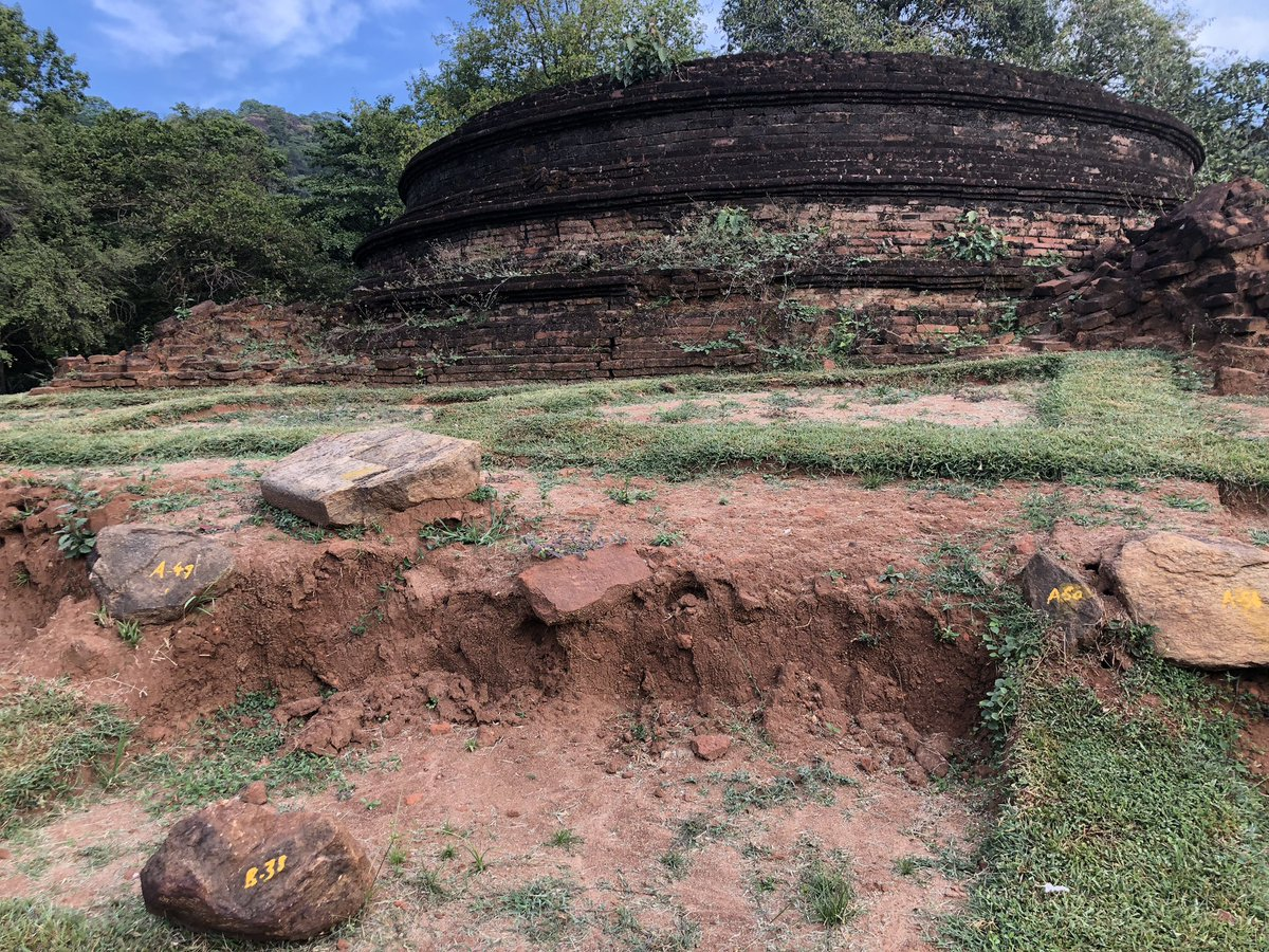 The 1000-year old Buddhist rock carvings, and the ruins of a nearby stupa, at Buduruwagala, in the countryside outside of Wellawaya in southern Sri Lanka 🇱🇰