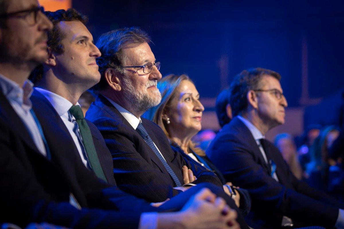Ha sido un placer recordar con @anapastorjulian los éxitos de España y del @PPopular en estos años y mirar al futuro con optimismo. Encantado de encontrar a tantos compañeros en la Convención del PP. #EspañaEnLibertad https://t.co/BjZxVDih4W
