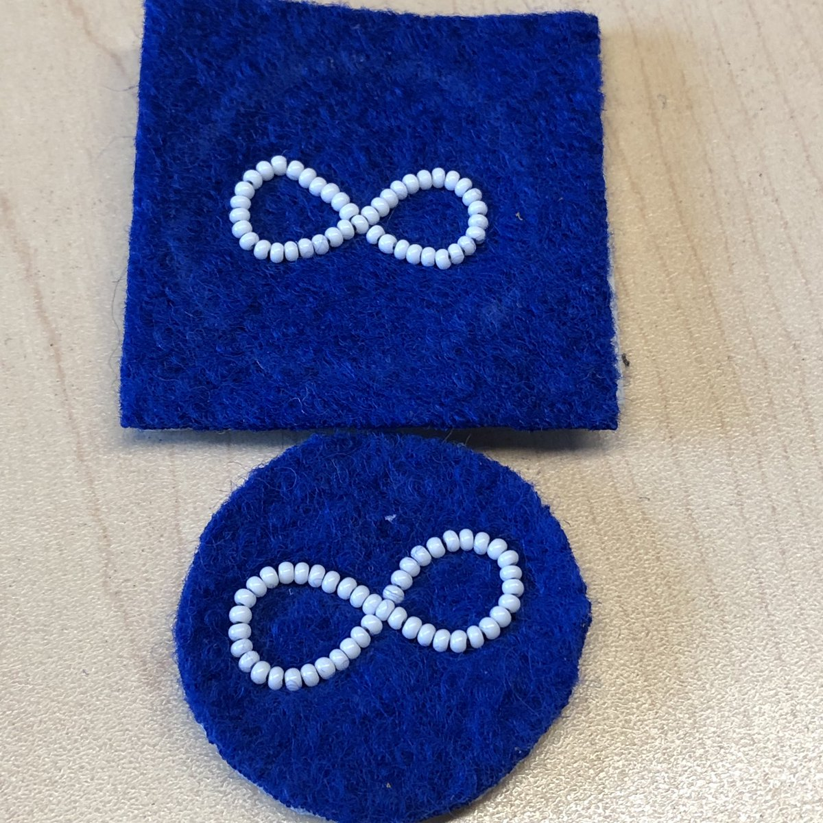 For tomorrow's conference, I'm teaching 2 needle beading & participants will be making a blue Métis flag pin. Here are 2 pieces for my demos. #beading #métis @beadedchickadee @AlbertaMetis @ABMetisYouth