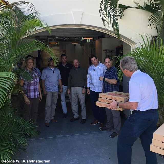 NEW: George W. Bush delivers pizza to federal personnel 'working hard for our country without a paycheck.'  'It's time for leaders on both sides to put politics aside, come together, and end this shutdown,' he writes. https://t.co/sp6Dnhtfey