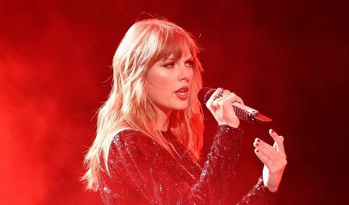 Hey Swifties, you might want to prepare yourselves because Taylor Swift was just spotted back in the studio. >> https://t.co/olnxuxASFH