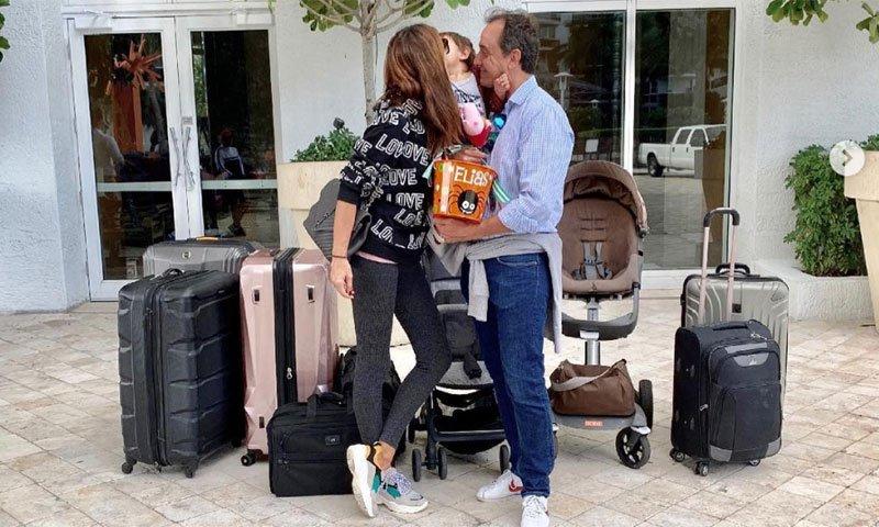 María José Suárez hace las maletas, con la ayuda de su hijo, para dejar de nuevo España https://t.co/3heUwhxZ6j