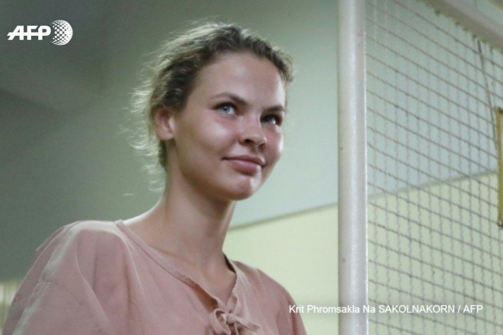L'escort girl bélarusse affirmant détenir des secrets sur Trump entraînée de force en territoire russe alors qu'elle transitait dans un aéroport de Moscou http://u.afp.com/JZSX #AFP