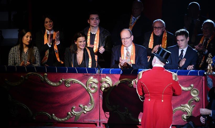 ¡Al circo en familia! Estefanía y Alberto de Mónaco junto a Louis Ducruet en el Festival Internacional de Circo de Mónaco https://t.co/LSKWJNA0KS