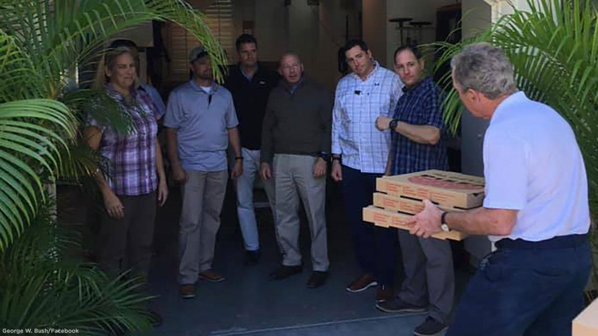 """As the government shutdown continues, former Pres. George W. Bush delivered pizza to his Secret Service detail and called on leaders to """"put politics aside, come together, and end this shutdown."""" https://t.co/FSyF5I3e4F"""