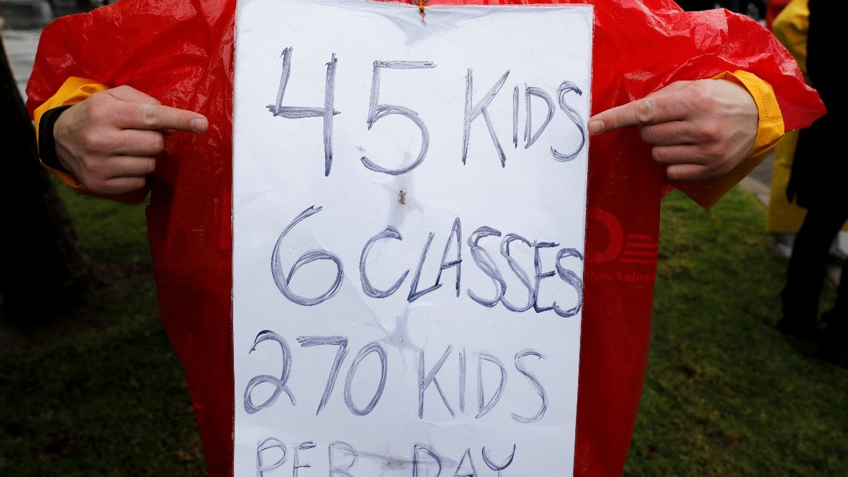 Striking Los Angeles teachers rally for better pay https://reut.rs/2DkiUwx