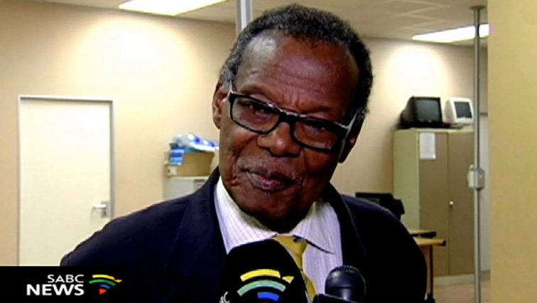 ICYMI: University of Fort Hare Convocation president visits Buthelezi  University of Fort Hare Convocation president Solomzi Tshona has visited its former student, IFP leader Mangosuthu Buthelezi . https://t.co/cOmZPV7Zjf