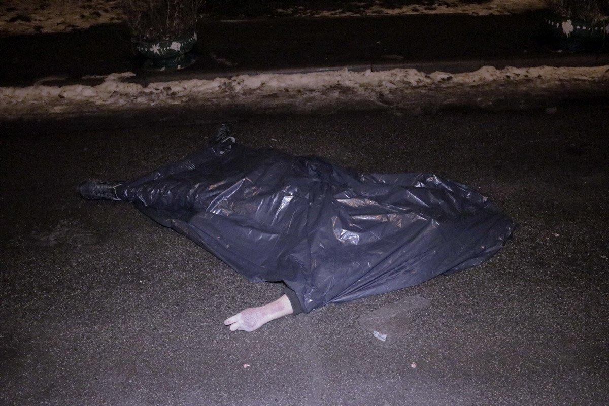В Киеве мужчина выпрыгнул из окна многоэтажки https://t.co/5JNnGTZvtG https://t.co/LTqJzkZkUX