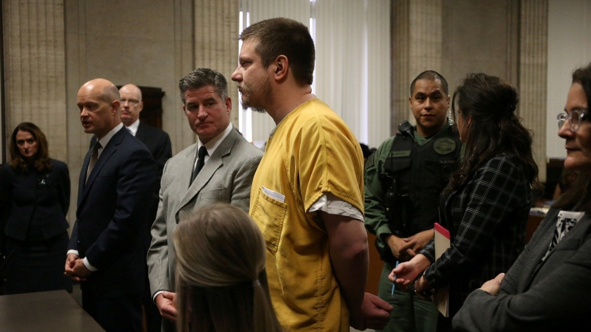 Ex-Chicago cop sentenced to 7 years in jail https://reut.rs/2FNZm5r