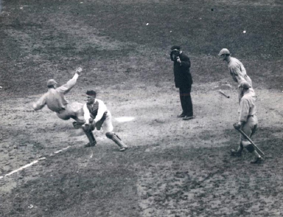 Black and white vintage sports pictures — 11