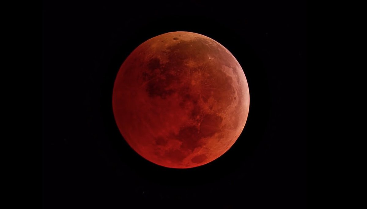Todo lo que necesitas para no perderte el espectacular eclipse lunar total de este fin de semana https://t.co/MohZBTzAsC