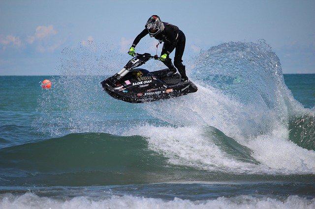 Jet ski + ola = Aventura Xtreme. · · · · · · · #surf #surfing #surfer #surfboard #beach #surflife #waves #surfers #surfphotography #surfgirl #ocean #surfinglife #surfboards #surface #surftrip #surfergirl #sea #surfcoast #18Ene #Venezuela