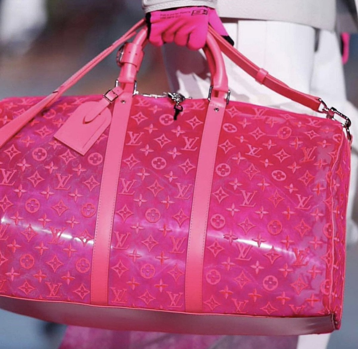 It's not a want, it's a need... 💋 @LouisVuitton