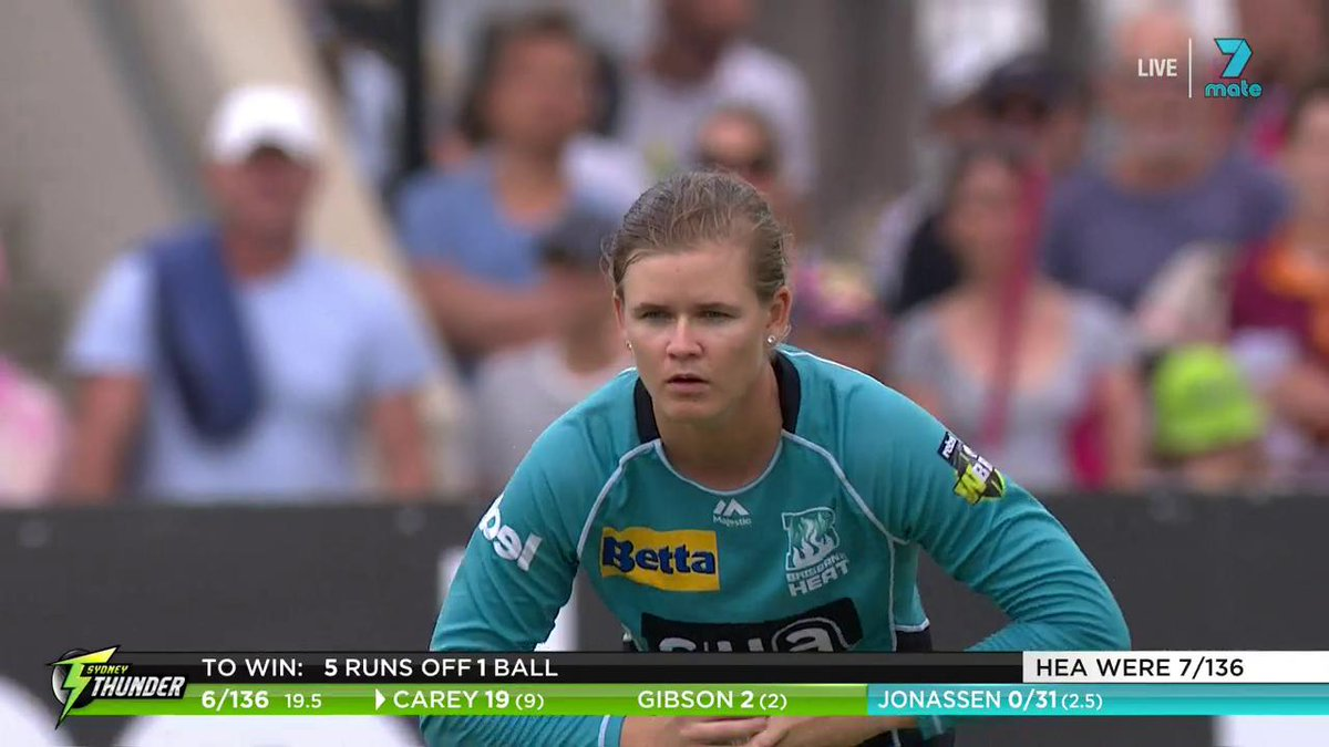 WHAT. A. FINISH.  The Thunder needed five to win off the final ball ... and then this happened 😱  INCREDIBLE #WBBL04