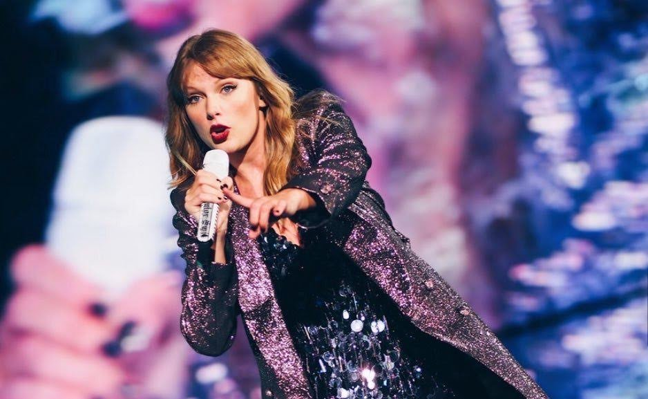 RT to vote for @taylorswift13 in #iHeartAwards #BestMusicVideo #Delicate <br>http://pic.twitter.com/CkD5W88N3B