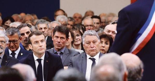 ⚠ À #Souillac, la mise en garde des maires à Emmanuel Macron https://t.co/lqaJ7G6LSt