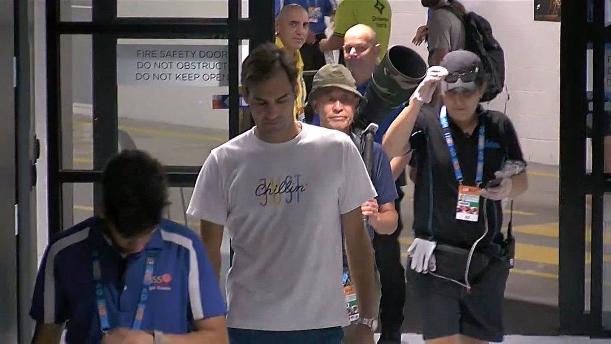 Even @rogerfederer needs his accreditation 😂  #AusOpen (via @Eurosport_UK)    https://t.co/oZETUaygSE