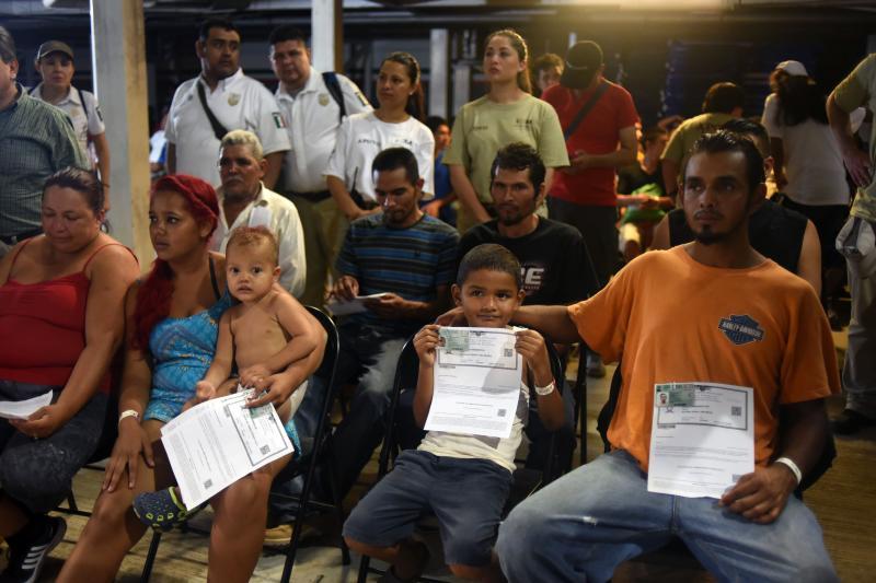 New #migrant #caravan enters #Mexico, legally or not https://t.co/rzSrb37V8F