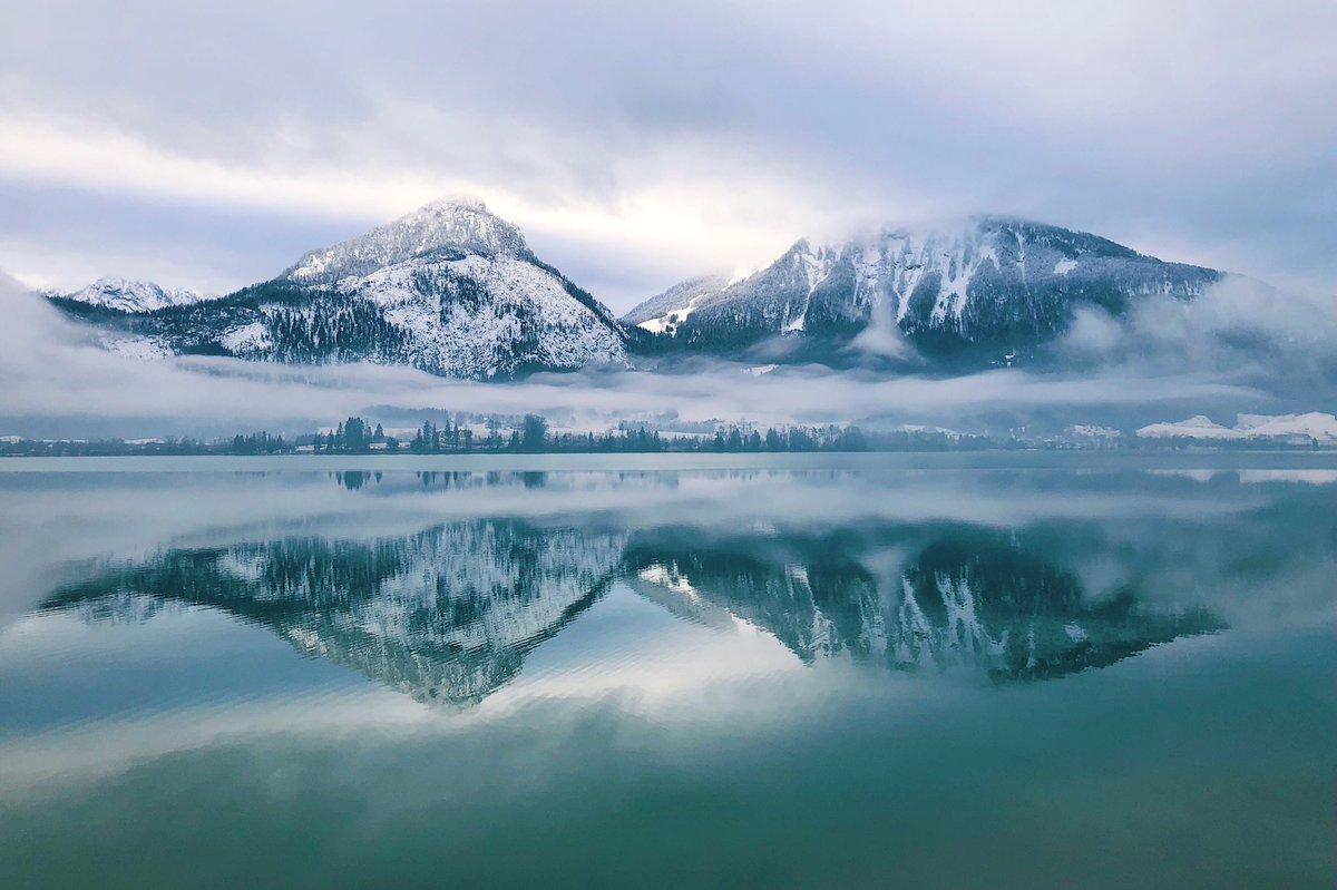 RT @NATsakdatorn: ทะเลสาบที่นี่โคตรสวย #stwolfgang #austria  more 👉 https://t.co/xuQXCRYMoT https://t.co/JsKcJsRkOa