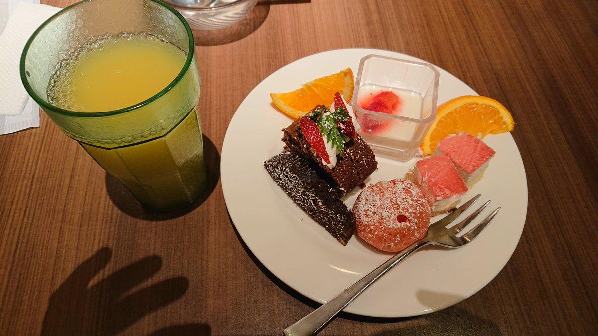 昨日食べた夕食です 北花田のイオンモールにある バイキング形式のレストランで  私が幼い頃、親戚と食べに行ったお店w 時間制限なく食べれるしオススメ( -`ω-)b https://t.co/gR6MFhXDP0