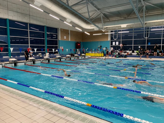 The warm up is underway at the Age Group County Champs and the Hillingdon swimmers are ready to go. Good luck to all swimmers racing today! #teamgreen #fastswimming Foto