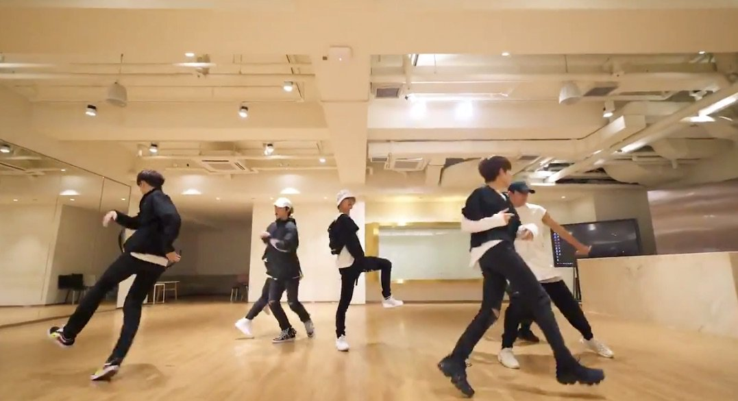 "WATCH: #WayV Drops Dance Practice Version Of ""Regular"" Choreography https://t.co/6YyZsRoj9p https://t.co/lvuA8ube8n"