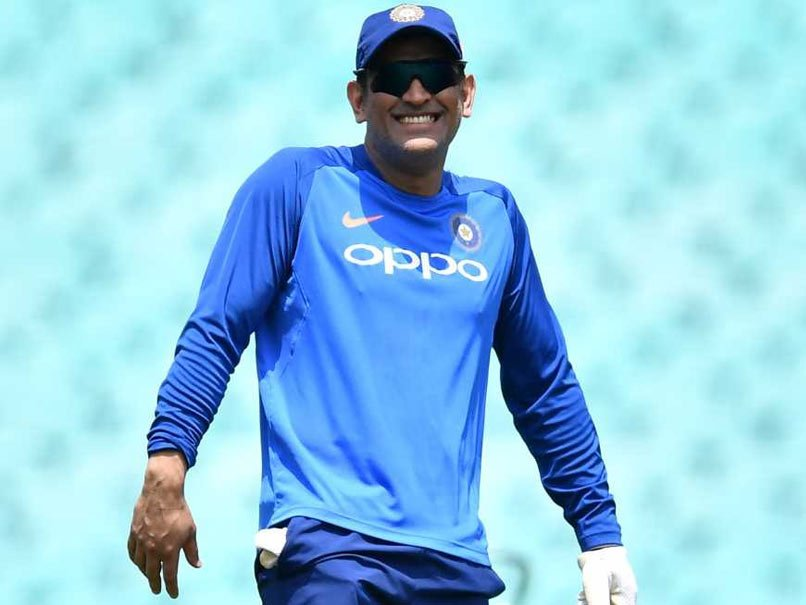 #MSDhoni takes dig at retirement rumours with cheeky gesture  #INDvsAUS #Dhoni  WATCH: https://t.co/nZ7Gz9ZUg8