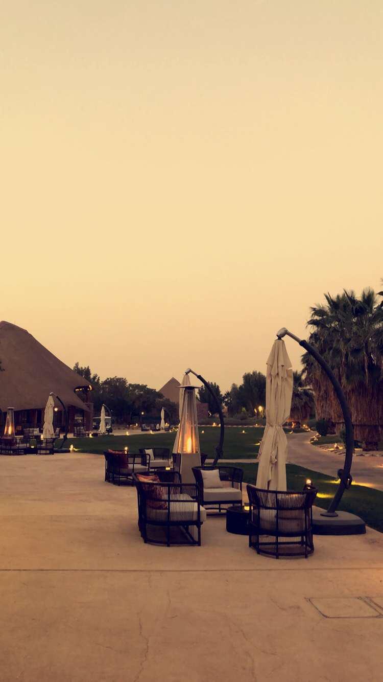 Abdulaziz A Twitter زيارتي لمنتجع نوفا المكان عباره عن تحفه فنيه بطابع افريقي مساحته جدا كبيره وواسعه يوجد فيه عدد من المطاعم والكافيهات عندهم رحلات سفاري للمحميه الحيوانيه المكان راقي ورايق وجميل