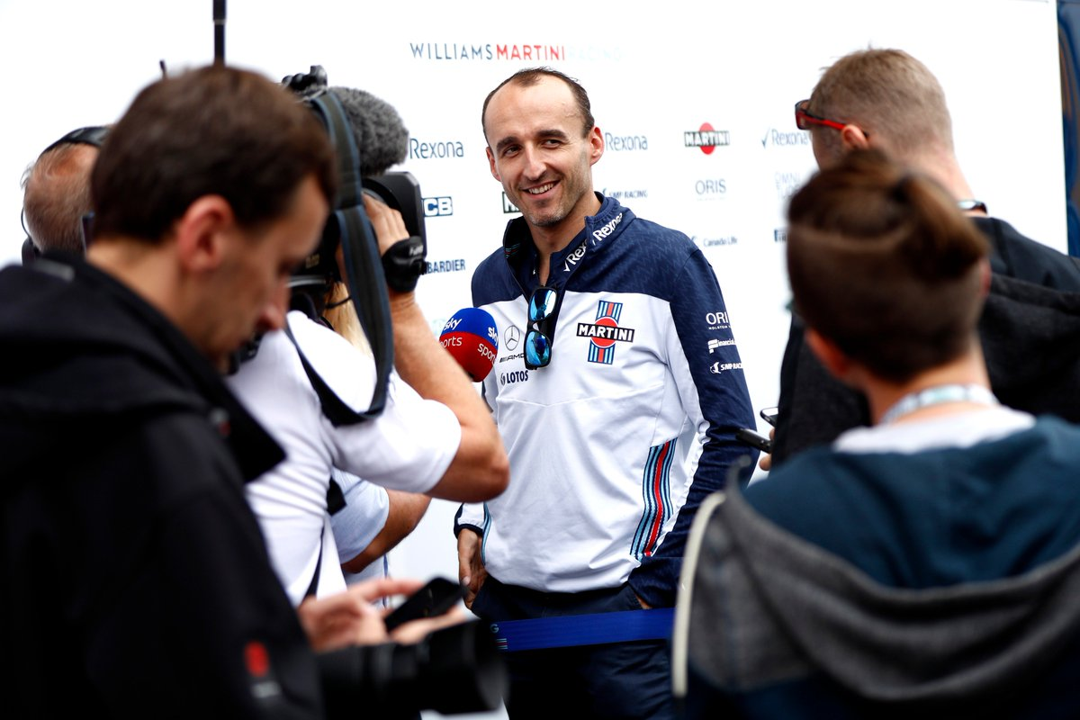 Hands up who would like a signed Robert Kubica shirt or cap? 🖐️  Check out #WilliamsEsports' tweet below to find out more and support a worth cause 👇
