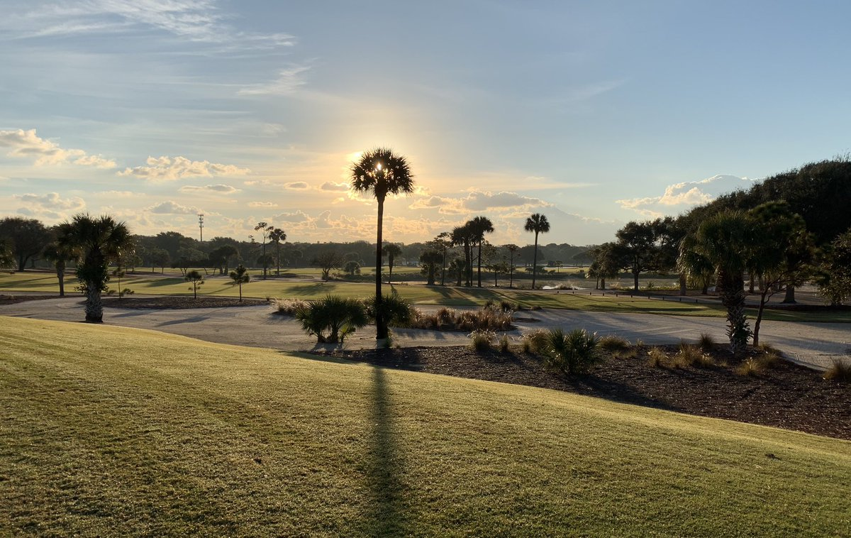 A new day ☀️. Jupiter Hills Club - Hills Course is soaking up the slow burning sunrise. Life is good! #thisismyoffice #lovemyjob #sunnyand75everyday