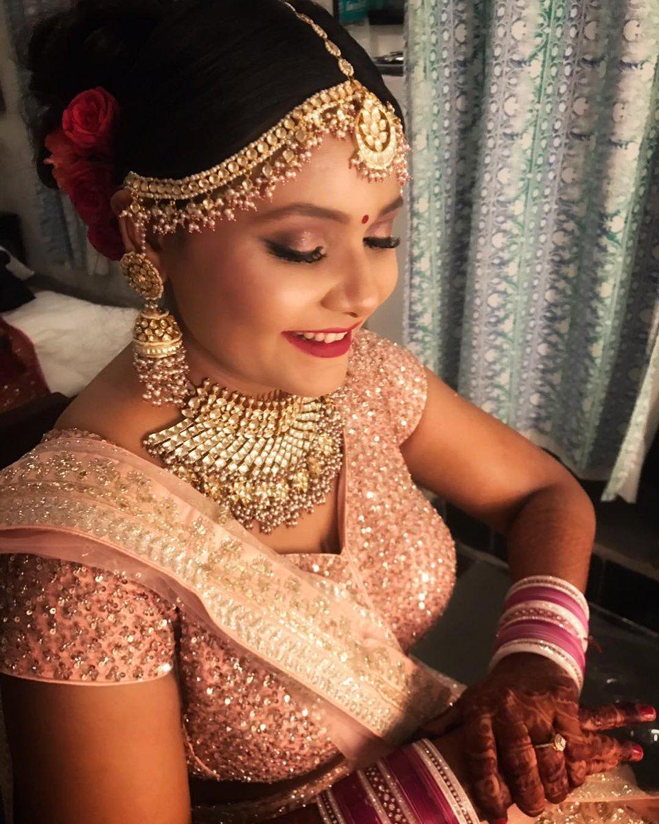 This Beautiful Dusky beauty has got our heart ❤️❤️  http://www.sohnijuneja.com  #makeupbysohnij #bridalmakeup #makeupartist #makeupaddict #makeupchallenge #makeupartist #mua #MUAcademy #bridal #bridesmaidgift #bridesmaid #brides #BrideandPrejudiceAU #bridal #bridalfabrics #makeover