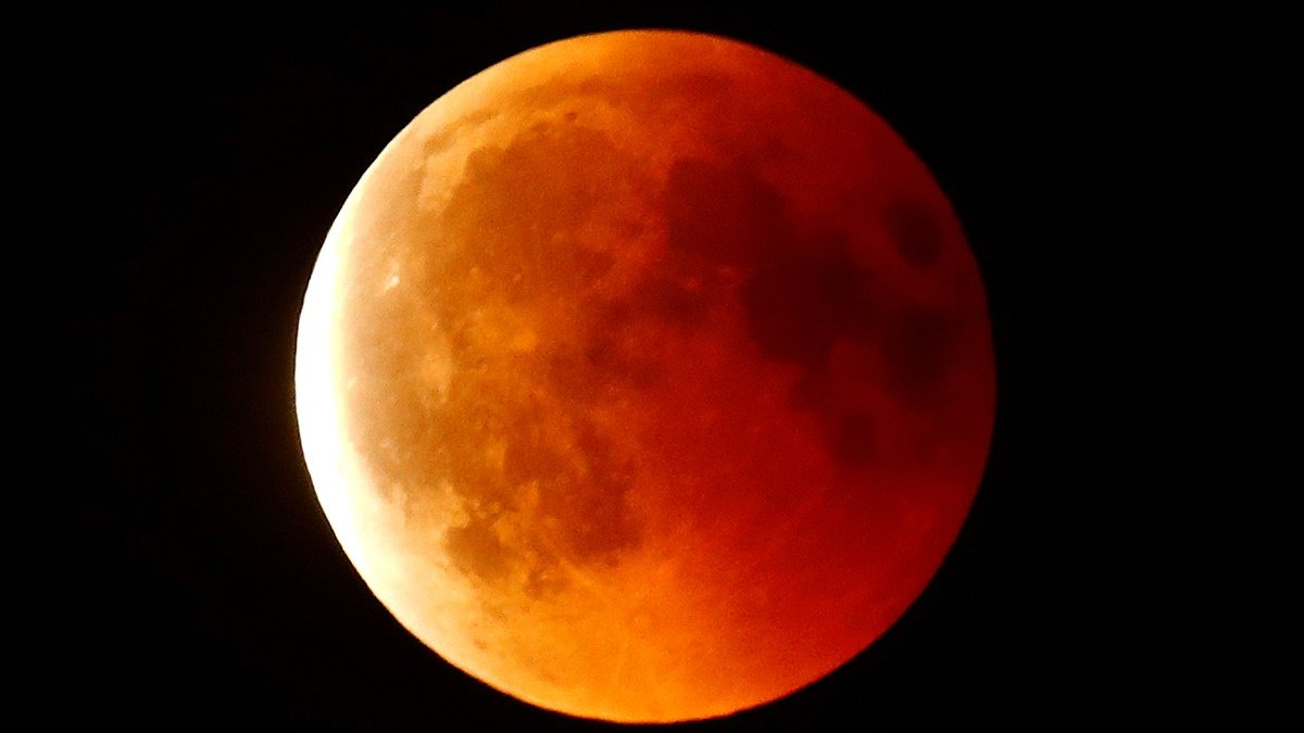 'Super Blood Wolf Moon' awaits howls of delight in U.S. https://reut.rs/2FJ5kV2