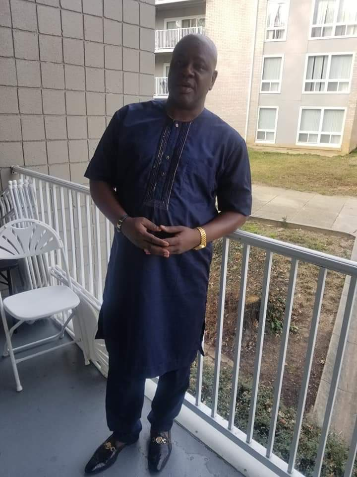 This is Jide Okuneye who made the video claiming Atiku's Town Hall meeting was disrupted. He was begging for money from members of the Atiku's entourage. When they didn't give him, he resorted to blackmail. He was later chased out of the Trump Hotels by the Securities.