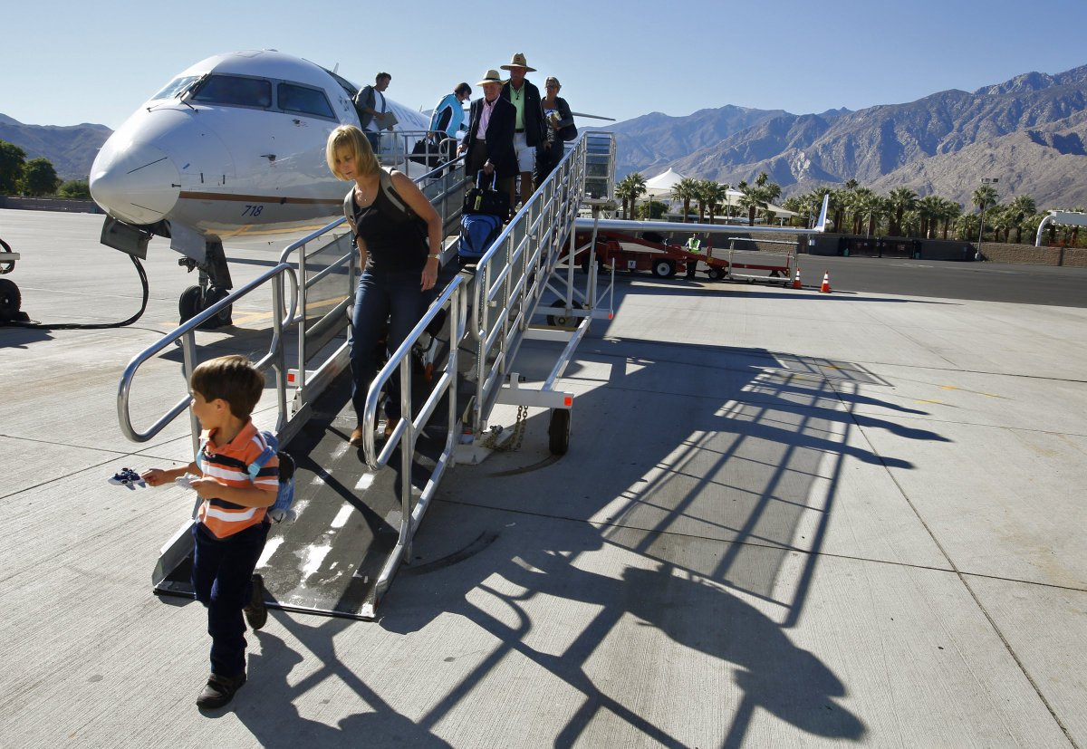 How one airport made do with half the screeners: https://trib.al/fNCtAFV