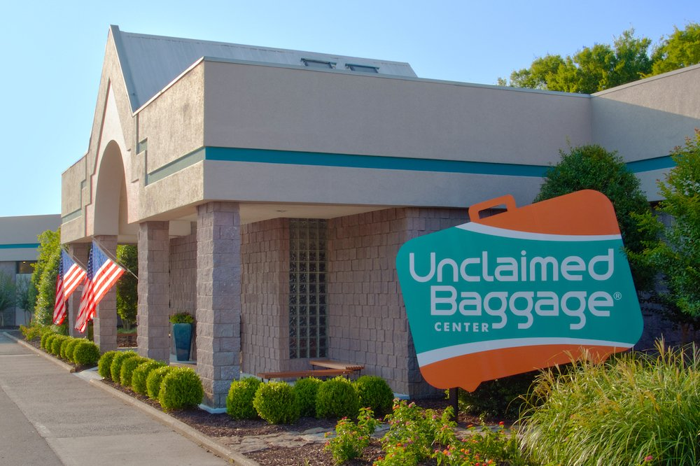This store is where unclaimed luggage gets a second chance at life: https://trib.al/Fa69RVn