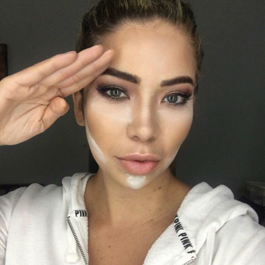 Saluting my fellow contour and highlight queens!  As I always say, may your contour blend like it never happened!  💁♀️👑   #makeupblogger #makeupaddict #contour #makeupartist