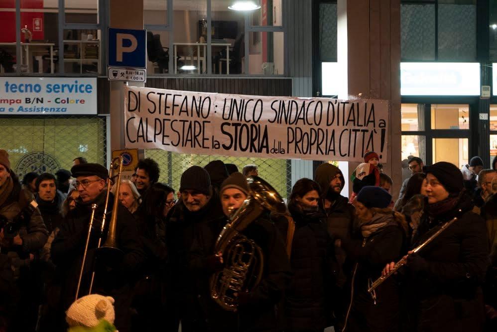 http://www.nordmilanotizie.it/sesto-18-01-migliaia-in-piazza-per-dire-no-ai-fascisti… Sesto, 18/01: migliaia in piazza per dire NO ai fascisti Ieri, in Piazza della Resistenza, migliaia di antifascisti si sono trovati a Sesto San Giovanni al Presidio organizzato dal Comitato Antifascista, per dimostrare il proprio dissenso nei confronti...