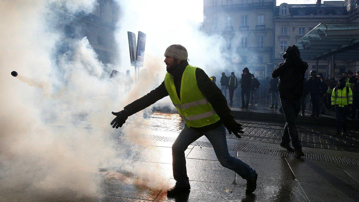 France faces a tenth wave of protests https://reut.rs/2Dkbp8D