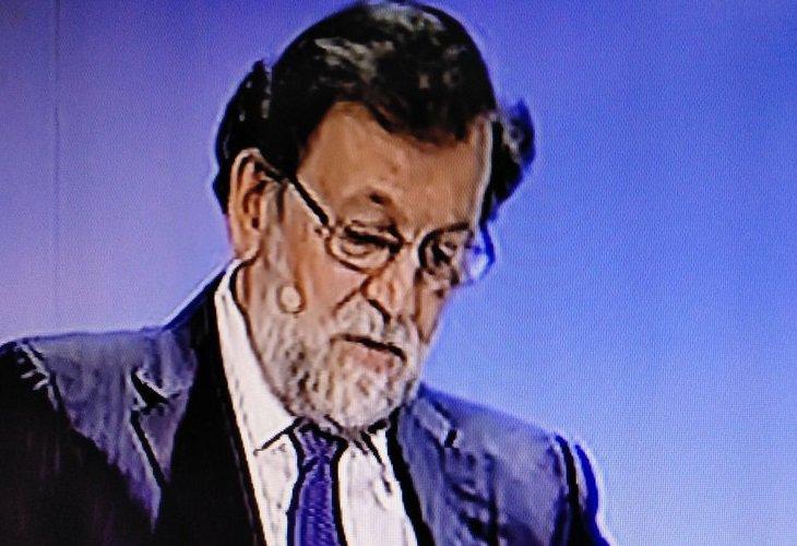 No te pierdas el nuevo 'look' de Mariano Rajoy del que todo el mundo habla 😂😂  https://bit.ly/2RyAhCm   #MarianoRajoy #PP #España