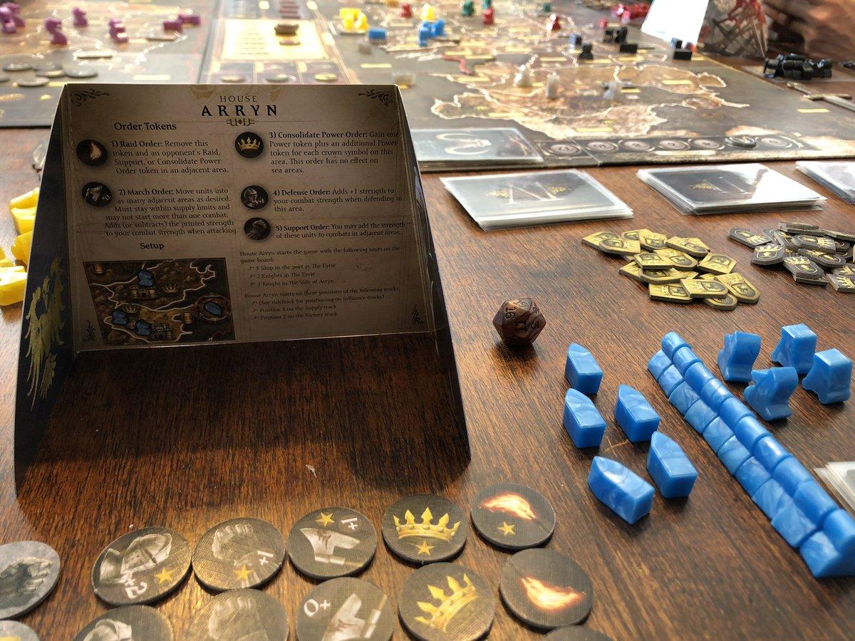 Hoy me tocó jugar con los Arryn #GameofThrones #BoardGamming  Vamos a ver a quién lanzamos por la moongate pic.twitter.com/U8AEaSrxlG